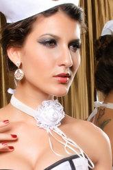 Браслеты и ожерелья - Белое ожерелье готическая роза